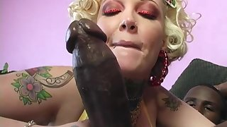 Candy Monroe's cuckold licks her creampied pussy after she fucks